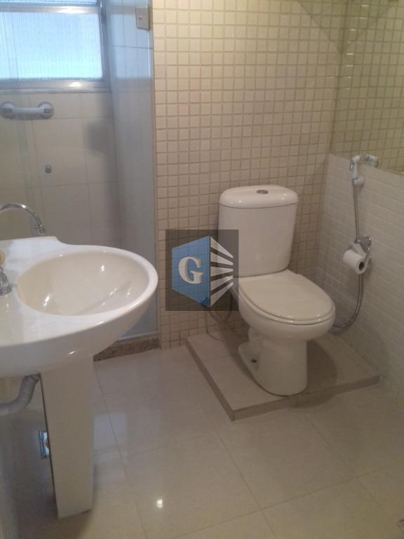 praia de icaraí! localização privilegiada! 03 quartos, sala, cozinha, banheiro, area, dependencias de empregada, repleto armários...