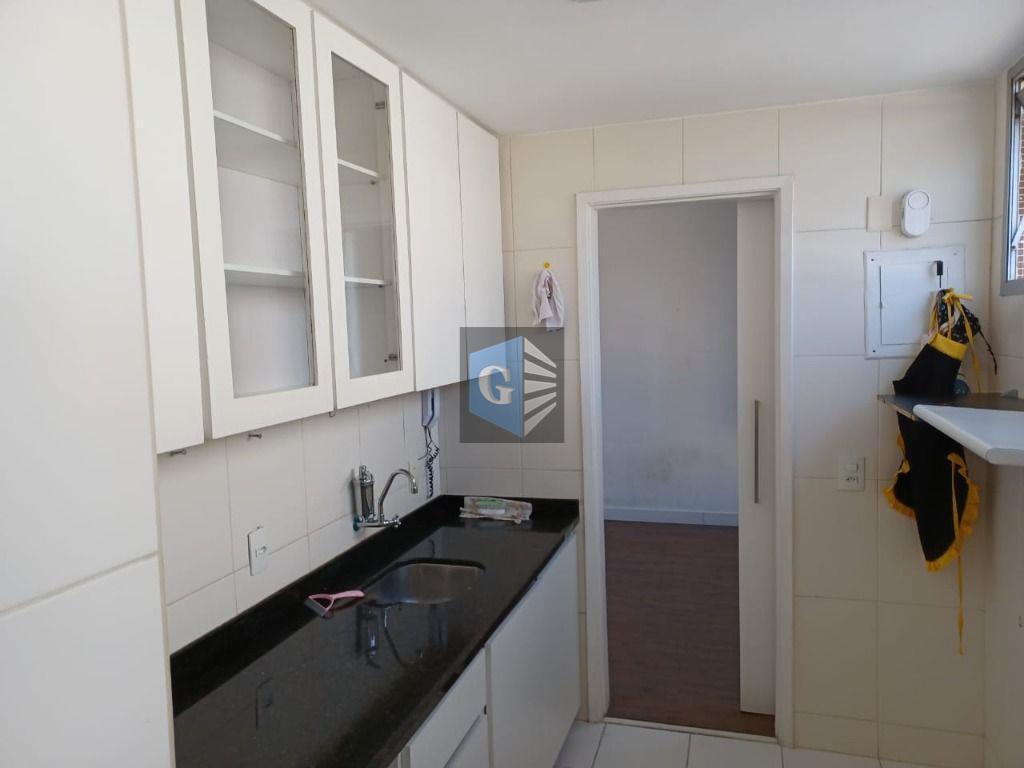 apartamento ingá sala, 1 quarto c/ armários e cortina com blecaute + home office ou quarto...