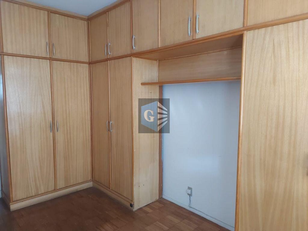 amplo apartamento em centro de bairro com sala, 2 quartos (1° com armário embutido, 2° com...
